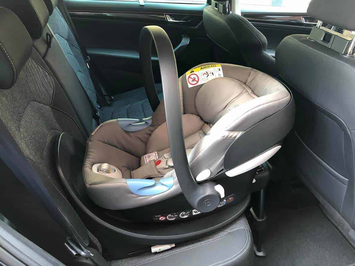 Auto Babyschale mit Basisstation für unser erstes Baby