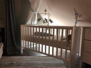 Babybett mit Beleuchtung, Mobile und Babyphone