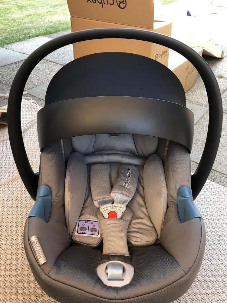 Die Atom M Babyschale mit Sonnenschutz