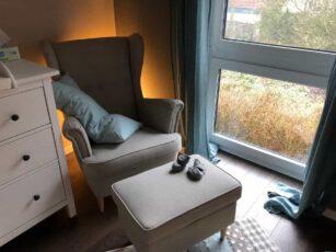 Sessel zum Stillen und Entspannen im Babyzimmer