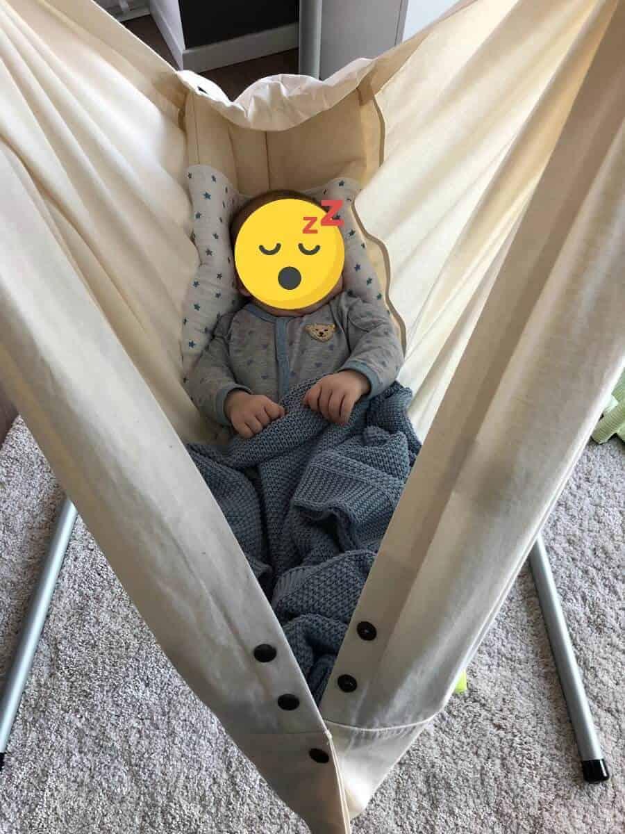 Unser Baby schläft super entspannt in der NONOMO Federwiege