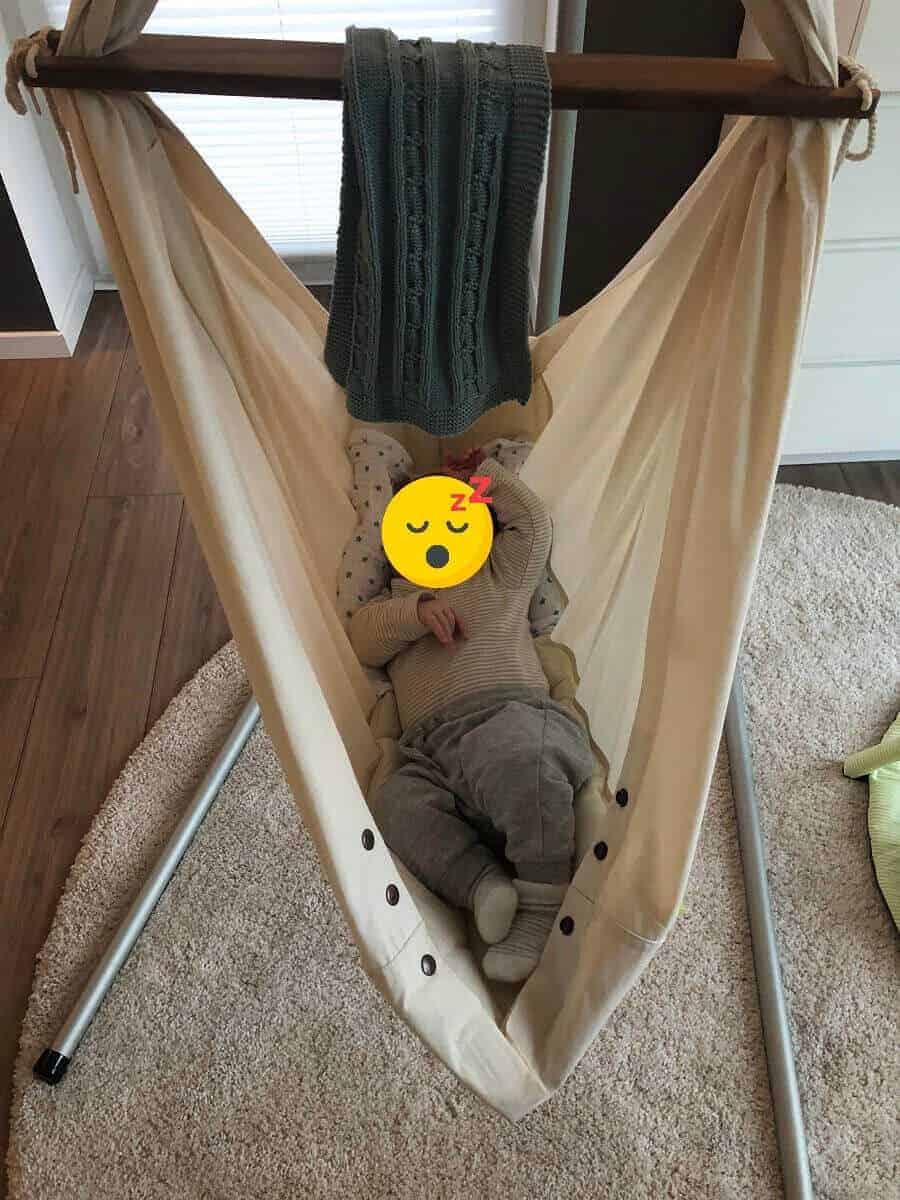 Wir können jedem nur die Anschaffung einer Federwiege empfehlen, das Baby schläft extrem gut darin