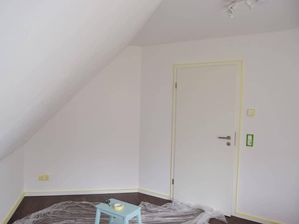 babyzimmer streichen die passende wandfarbe f r ein sch nes zimmer. Black Bedroom Furniture Sets. Home Design Ideas