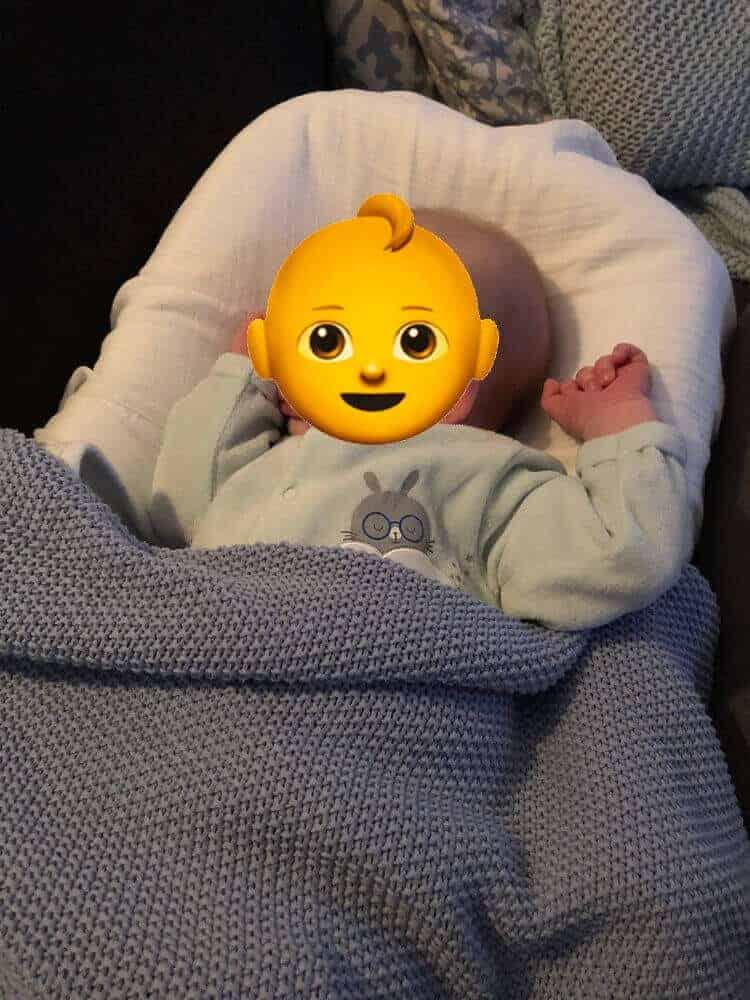 Baby entspannt in der Babymatratze Cocoonababy