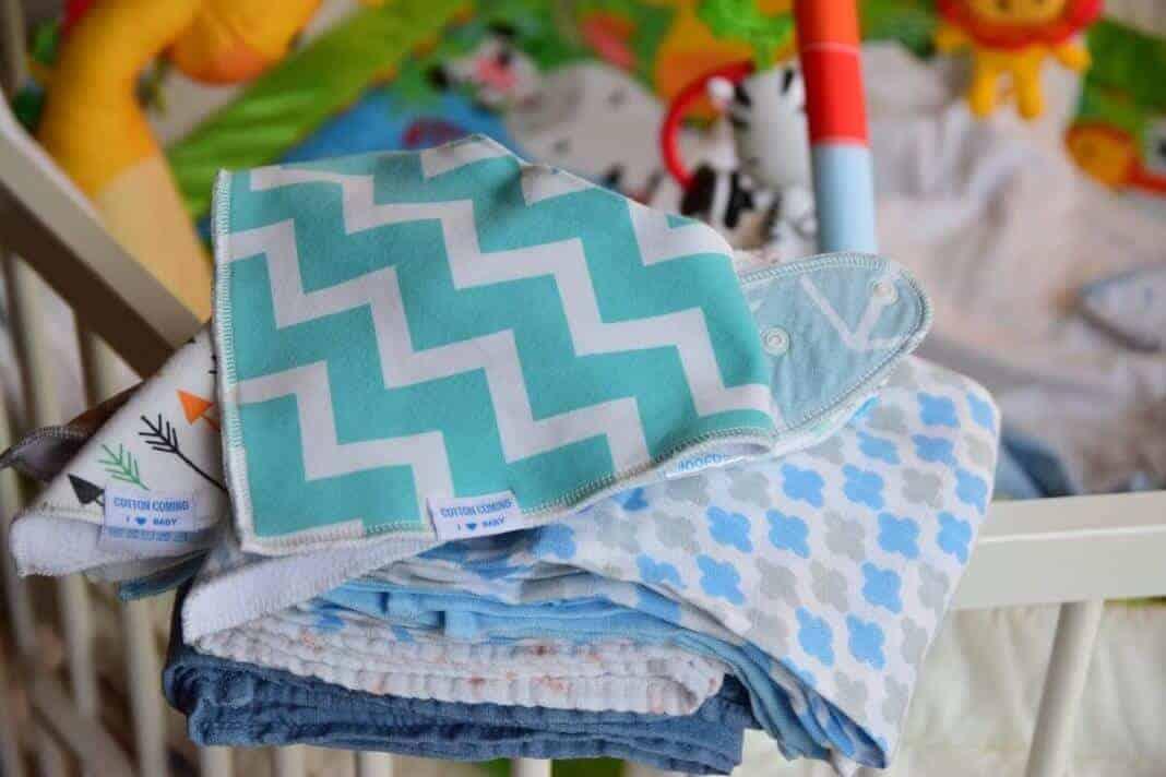 Baby spuckt viel - Lätzchen und Spucktücher kann man nicht genug haben