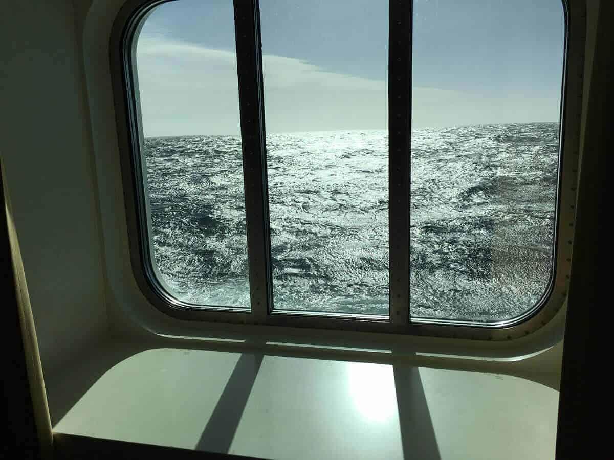 Das Fenster unserer Außenkabine auf der Kreuzfahrt im Mittelmeer