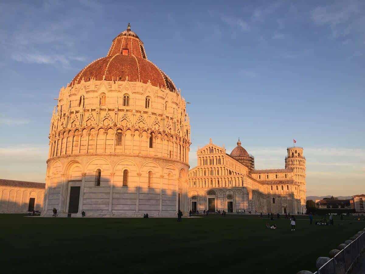 Im Sonnenschein - Das Baptisterium, der Dom, der schiefe Turm von Pisa