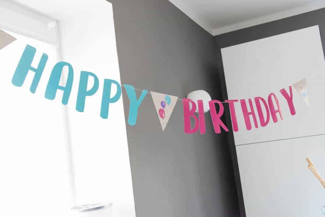 Happy Birthday Girlande darf beim ersten Geburtstag selbstverständlich nicht fehlen
