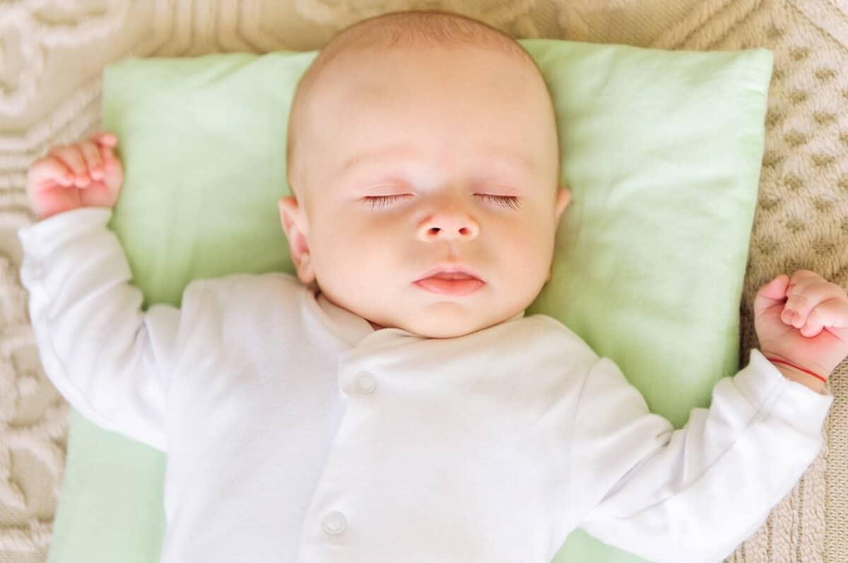 Babys sollten auf dem Rücken schlafen, denn so können sie am besten atmen