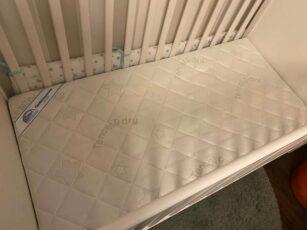 Die erste Matratze für das Neugeborene – Was ist zu beachten?