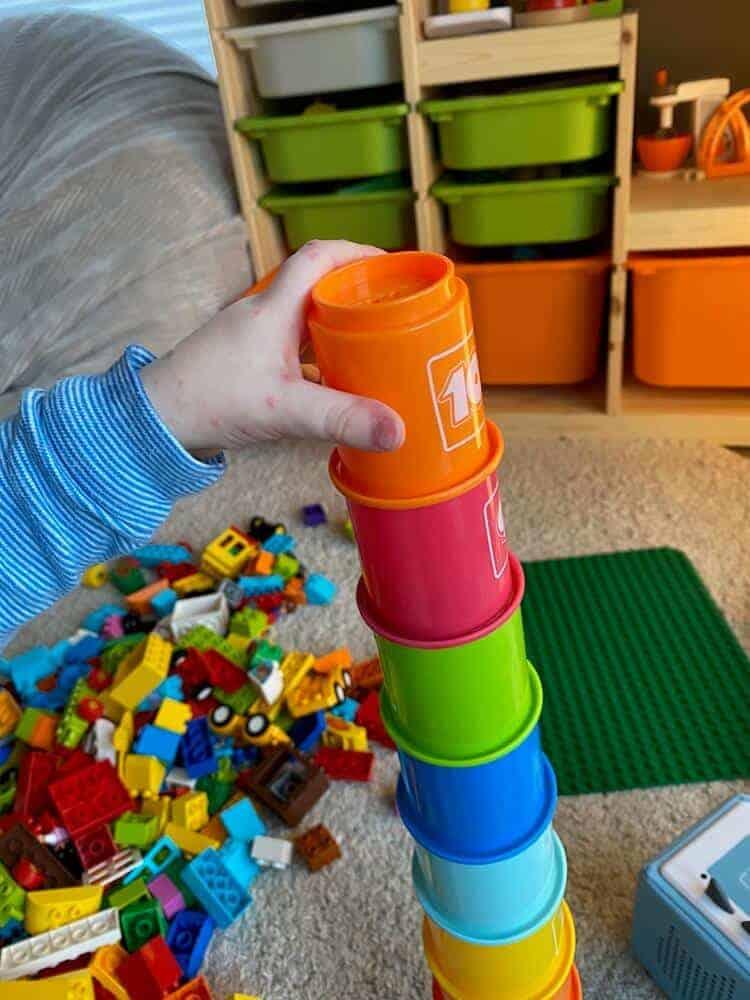 Kinder stecken sich vor allem in der Kita sehr schnell mit der Hand-Mund-Fuss Krankheit an