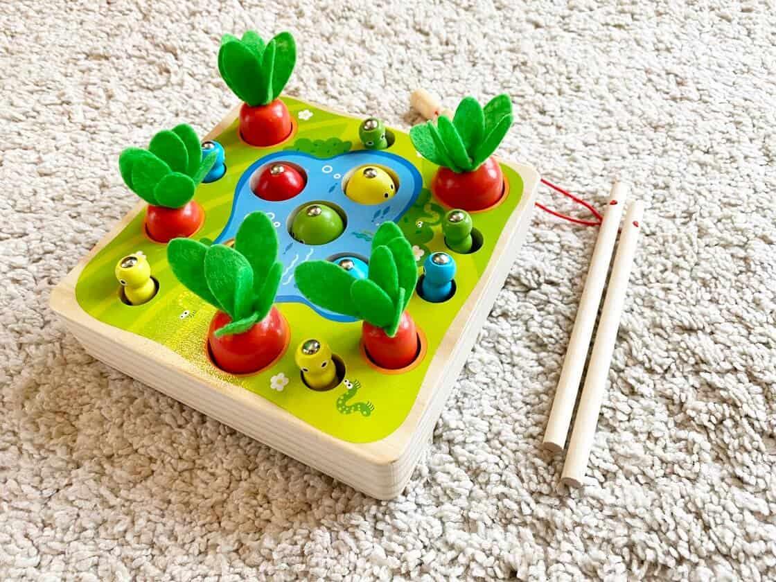 Das Angelspiel mit Magneten ist ein tolles Holzspielzeug für Kinder ab 1 Jahr und bei unserem Nachwuchs sehr beliebt