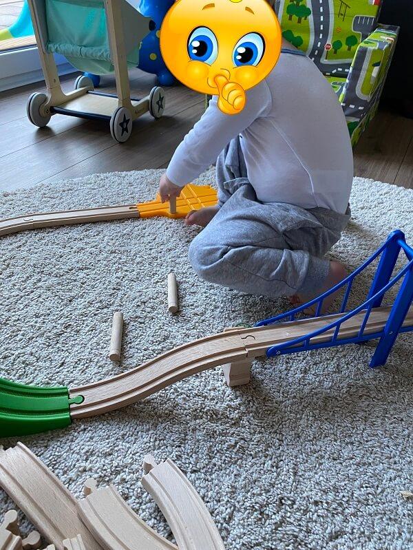 Die Holzeisenbahn erfreut sich bei uns seit über einem Jahr großer Beliebtheit und wird regelmäßig auf- und ausgebaut