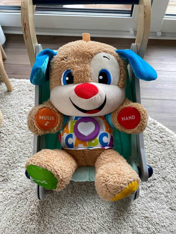 Diese Puppe ab 1 Jahr ist für Jungs und Mädchen, spielt tolle (und für Eltern sehr gut ertragbare) Musik und eignet sich auch gut, um sie in den Arm zu nehmen - insgesamt ein toller Begleiter für mehrere Jahre