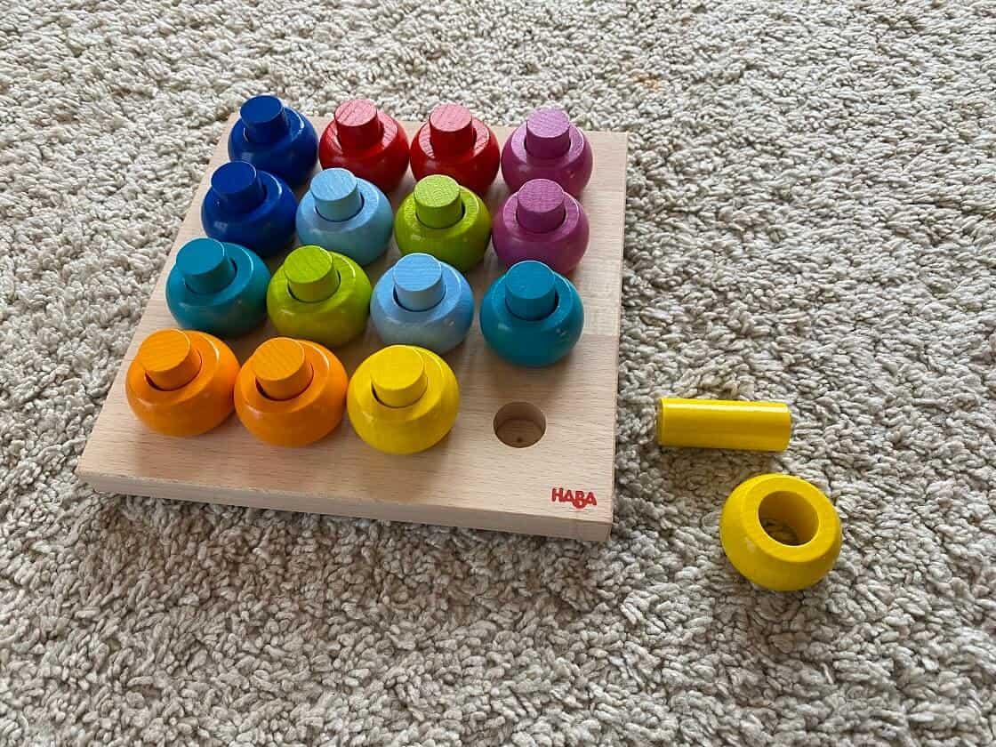 Kleinkindspielzeug ab 1 Jahr - Steckspiele sind sehr beliebt und fördern die Motorik der kleinen Kinder