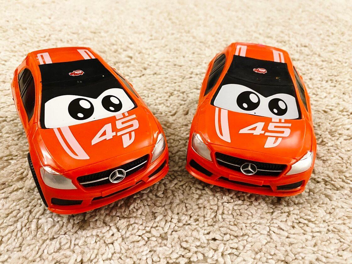 Spielauto Kinder 12 Monate - Diese Spielzeugautos haben eine knautschbare Hülle und runde Kanten, weshalb sie ideal für kleine Kinder geeignet sind