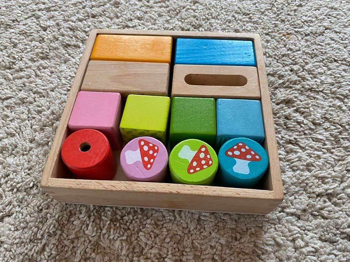 Montessori Spielzeug 1 Jahr - Wir haben unter anderem einfachere Steckspiele für unser Kind gekauft