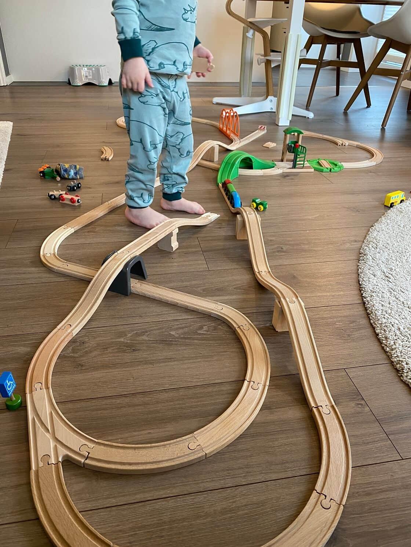 Spielzeug für 1 Jährige Jungen und Mädchen - Die Holzeisenbahn kann über viele Jahre verwendet und dabei immer erweitert werden
