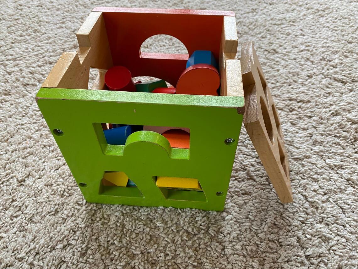 Steckwürfel als Motorikspielzeug ab 1 - Bei uns wird dieses Steckspielzeug auch mit 2 Jahren noch gerne verwendet
