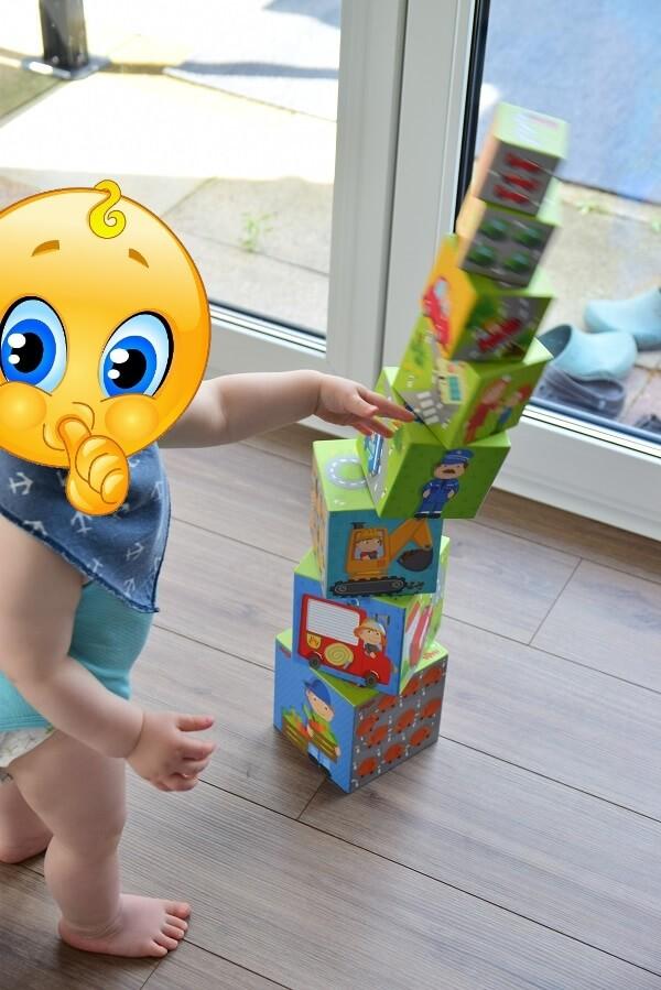 """Unser Kind hat zur """"Belohnung"""" immer den fertigen Stapelturm umwerfen dürfen, nachdem er ihn aufgebaut hat - Spaß und viel Lachen inklusive"""