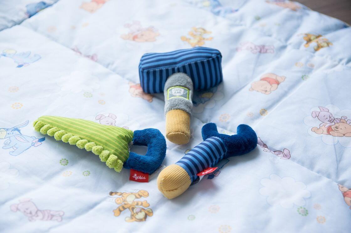 Babyspielzeug ab 3 Monate - Greifspielzeug ist sehr beliebt und fördert bereits früh die Motorik kleiner Babys