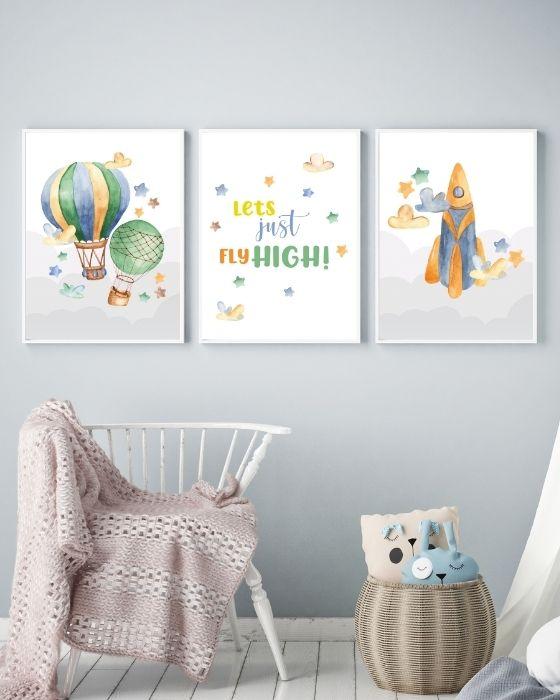 Wandbilder Set 3er eingerahmt in weißen Rahmen mit dünnem Rand - Rakete, Heißluftballon, farbiger Schriftzug