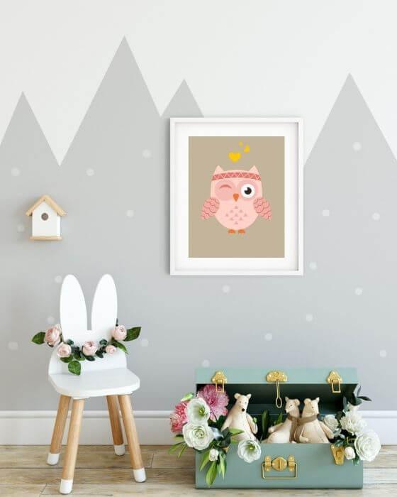 Kinderzimmer Poster mit zwinkender Eule in größerem, weißen Rahmen mit seitlichem Rand