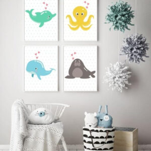 Vier Poster mit Tieren in einem schlichten, weißen Rahmen für das Kinderzimmer - Delphin, Wal, Kracke, Walross