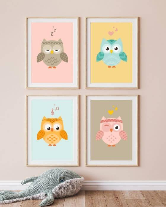 Wandbilder Eulen Babyzimmer - vier Eulen-Poster in einem Holzrahmen mit breitem Seitenrand