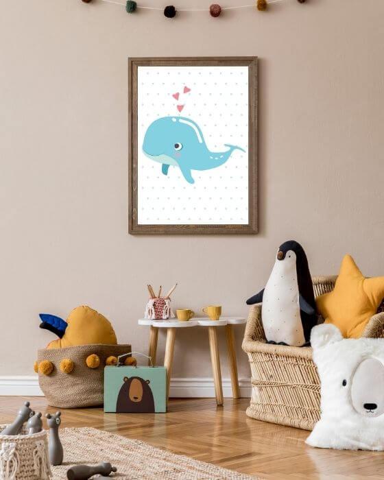 Besonderes Flair des Wal-Posters im braunen, rustikalen Rahmen - Tolle Fotos und Bilder für Baby- und Kinderzimmer