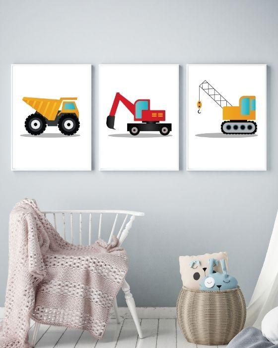 3er Set Fahrzeuge Poster Kinderzimmer - Kombination gelbe und rote Fahrzeuge - Kipplaster, Bagger, Kran - Hier im weißen schlichten Rahmen