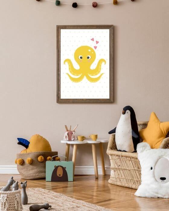Gelbe Kracke in einem rustikalen Rahmen in brauner Farbe - Tolle Poster für Kinderzimmer