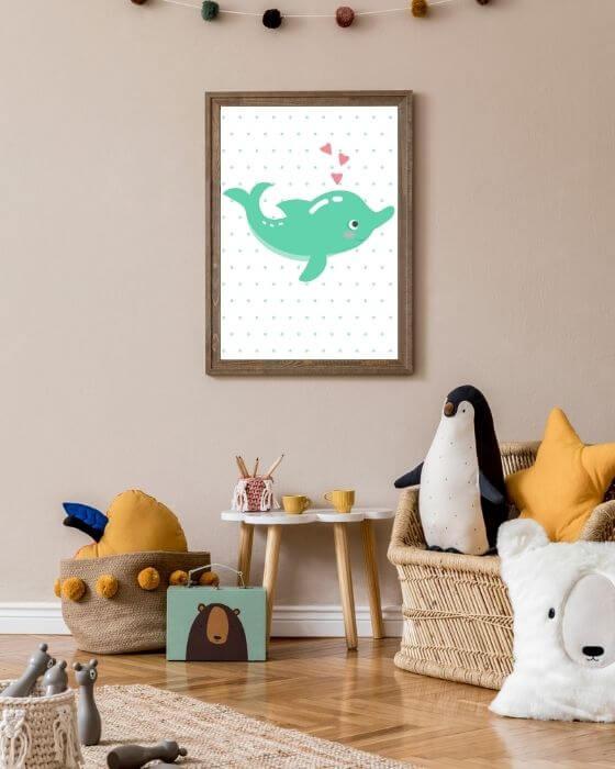 Niedliches Delphin-Poster mit gepunktetem Hintergrund in einem rustikalen braunen Rahmen - Bilder für Kinderzimmer