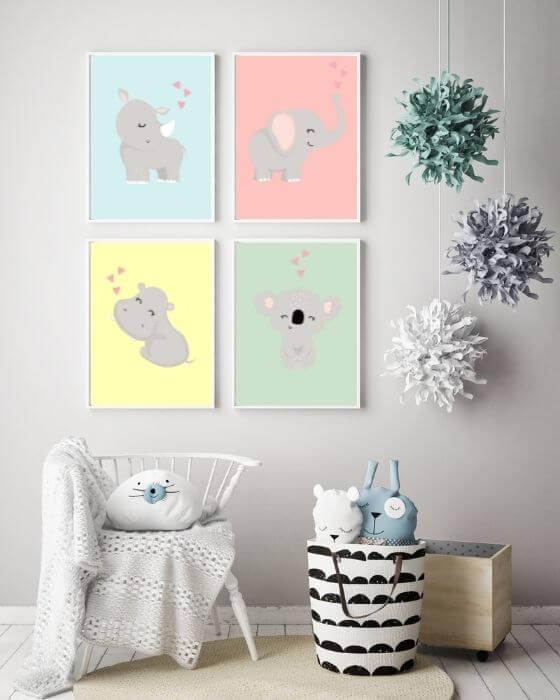 Poster Kinderzimmer Tiere: Vier verschiedene Tiermotive eingerahmt in weiße, schmale Bilderrahmen sorgen für ein optisches Highlight im Babyzimmer