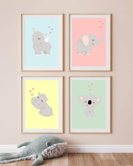 Wandbilder Kinderzimmer Set: Exotische Tiermotive in einem natürlich gehaltenen Bilderrahmen in Holzoptik mit breitem Seitenrand passen perfekt in jedes Zimmer von Jungs und Mädchen