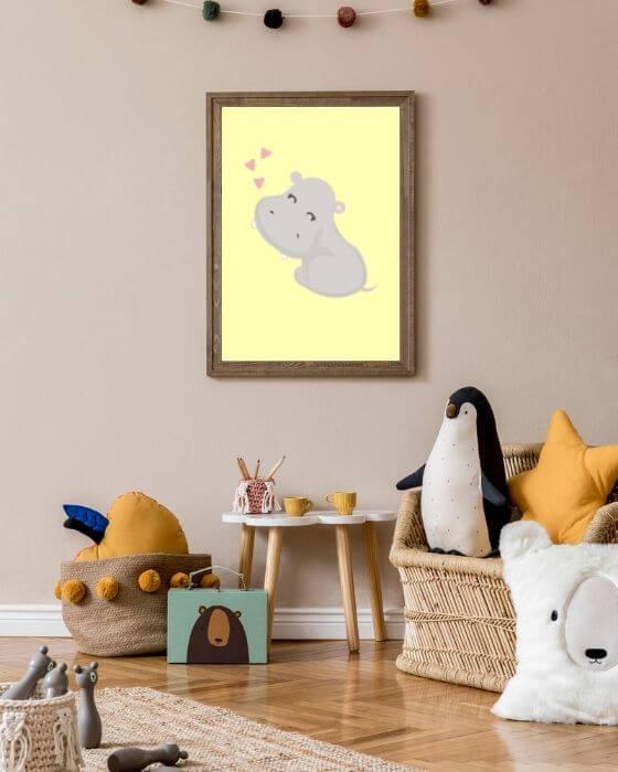 Nilpferd-Poster für Jungen und Mädchen eingebettet in einen rustikalen, in braun gehaltenen Rahmen - Tolle Bilder für Kinderzimmer