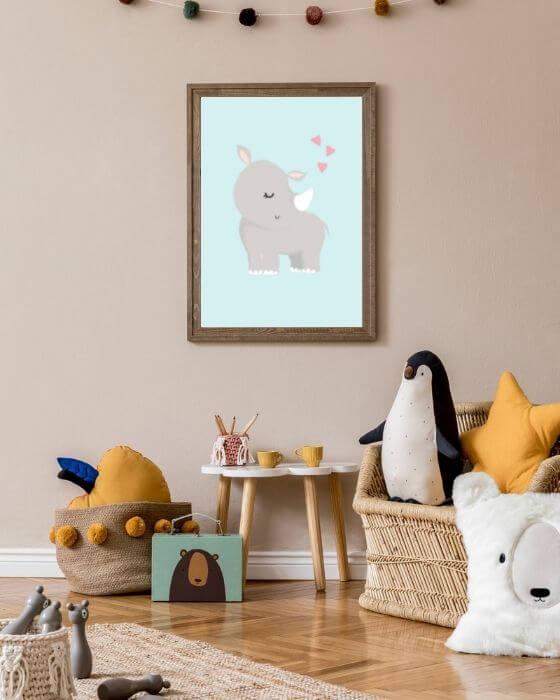 Nashorn-Poster eingebettet in einen rustikalen, braunen Bilderrahmen - Schönes, buntes Bild für Kinderzimmer