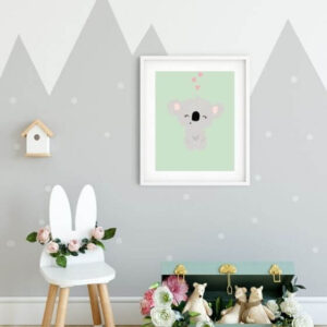 Niedliches Koalaposter eingerahmt in einen weißen Rahmen mit breitem Rand an den Seiten - Koala Bilder Babyzimmer