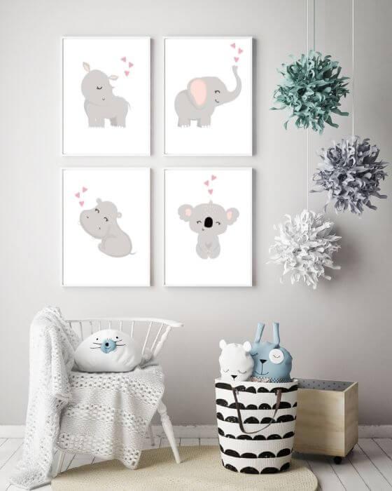 Bilder Babyzimmer Set Tiere: Vier ganz süße Tiermotive eingerahmt in einem schlichten, weißen Rahmen mit Seitenrand