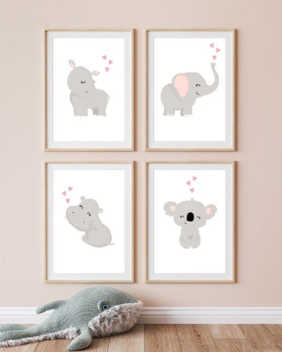 Poster Babyzimmer Set Tiere: Exotische Tiere sehen in einem braunen, natürlich gehaltenen Bilderrahmen mit Seitenrand fantastisch aus