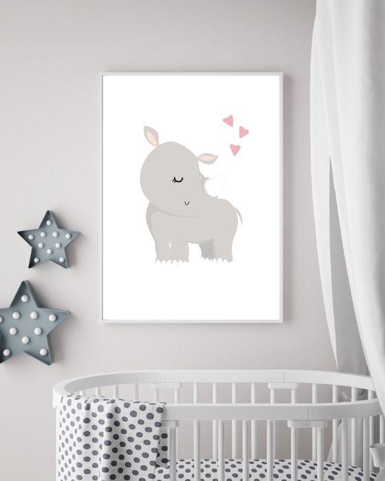 Dieses Nashorn-Poster auf weißem Hintergrund passt super in einem einfachen, schmalen Bilderrahmen und ist ein schöner Hingucker im Babyzimmer