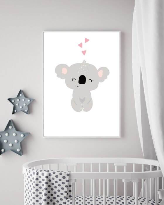 Koala-Poster eingerahmt in einem weißen, schmalen Bilderrahmen passt perfekt in jedes Kinderzimmer