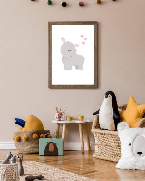 Bilder Kinderzimmer Tiere - Dieses Poster mit einem Nashorn auf weißem Hintergrund ist total niedlich und passt in schlichte, sowie bunte Babyzimmer