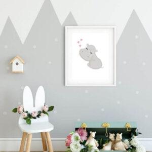 Wandbilder Kinderzimmer: Nilpferd in Grau eingebettet in einem weißen, schlichten Rahmen mit breitem Seitenrand