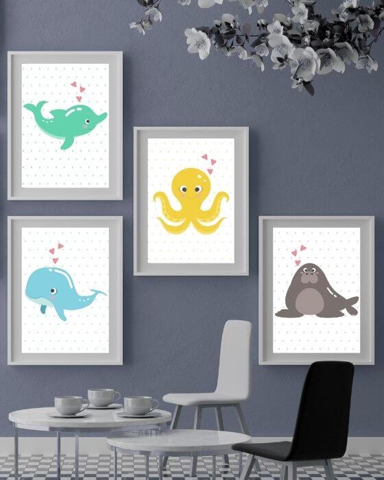 Vier Poster mit Wassertieren in einem schlichten Rahmen in Weiß mit breitem Rand - Bilder Kinderzimmer Set Tiere - passt perfekt für Jungs und Mädchen
