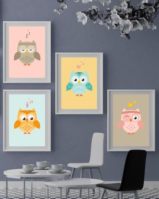 Vier Eulen-Poster mit unterschiedlichem Design in einem weißen Rahmen mit breitem Rand - Tolle Bilder für das Babyzimmer