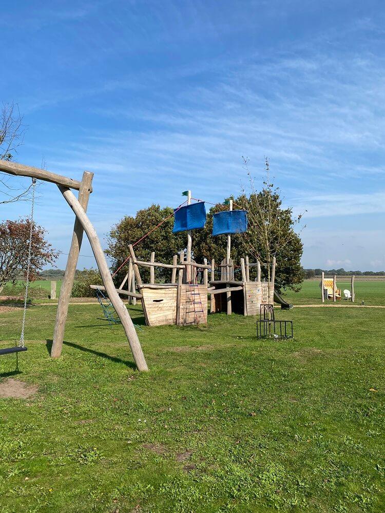 Auf dem Spielplatz gab es jede Menge Kletter- und Rutschgelegenheiten