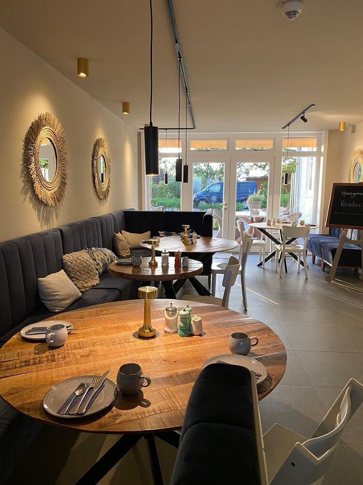 Der Frühstücksraum im Hotel Landliebe ist total modern und richtig liebevoll eingerichtet
