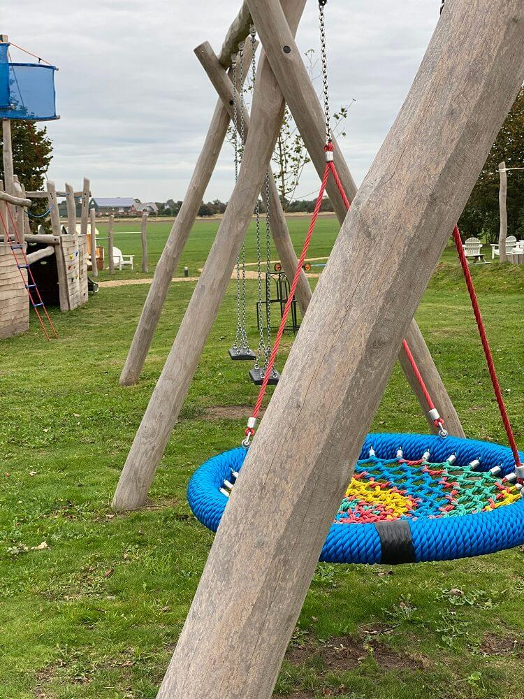 Rutschen, Schaukeln oder Klettern im Kinderurlaub Nordsee - Der Spielplatz vom Hotel hatte jede Menge zu bieten